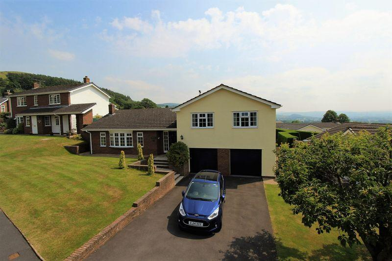 4 Bedrooms Detached House for sale in Tan Y Bryn, Ruthin