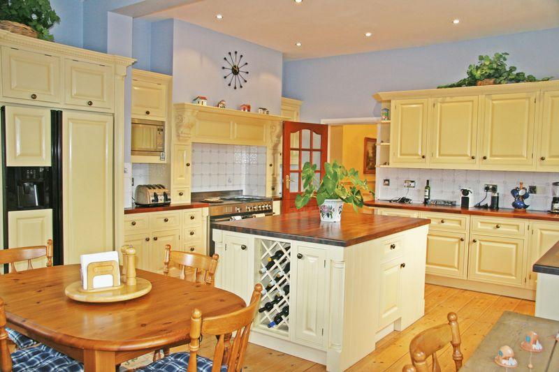 4 Bedrooms Link Detached House for sale in Framewood Road, Stoke Poges, Buckinghamshire SL2