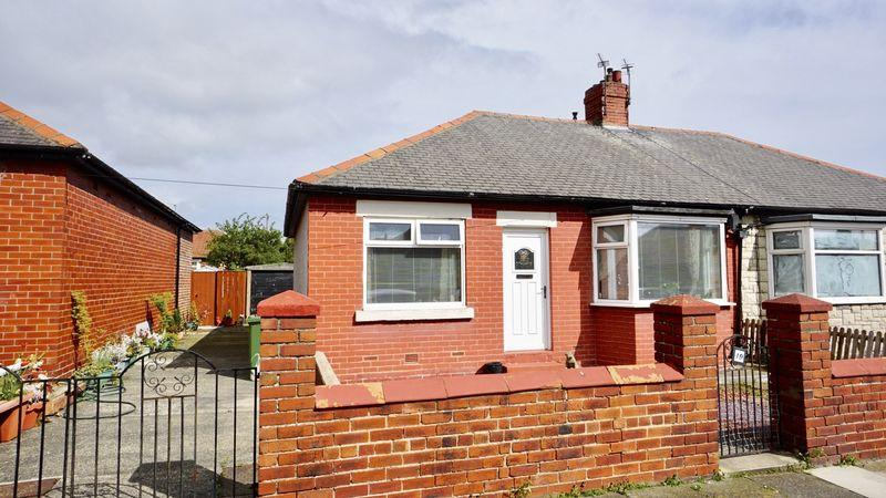 2 Bedrooms Semi Detached Bungalow for sale in DEBDON GARDENS, North Heaton