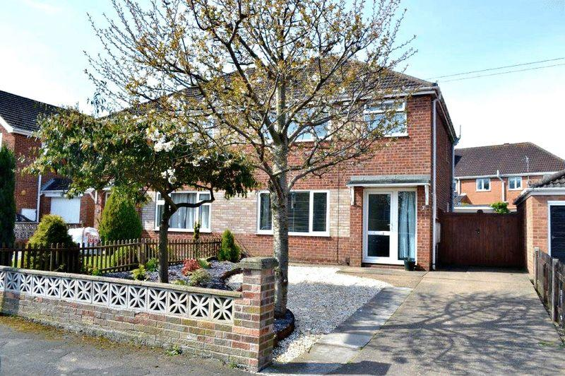 3 Bedrooms Semi Detached House for sale in Birkdale, Waltham