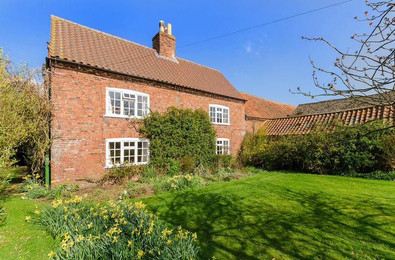 3 Bedrooms Farm House Character Property for sale in Willow Tree Farm, Snelland Road, Wickenby