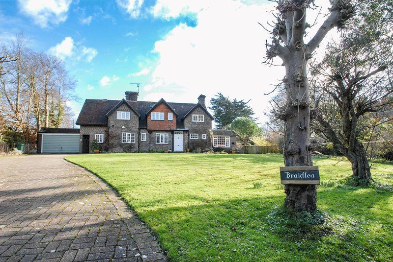 5 Bedrooms Detached House for sale in Beacon Road, Ditchling