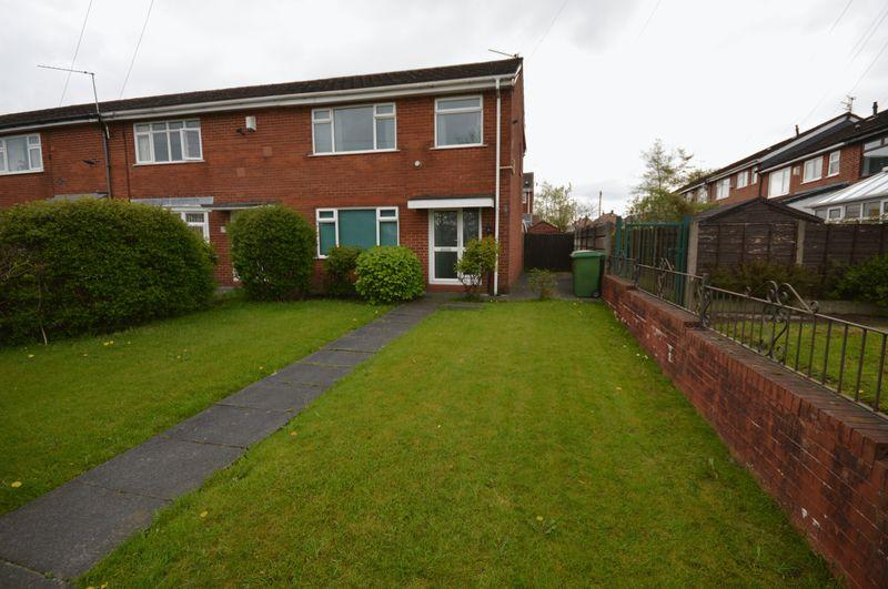 2 Bedrooms End Of Terrace House for sale in Hibbert Crescent, Manchester