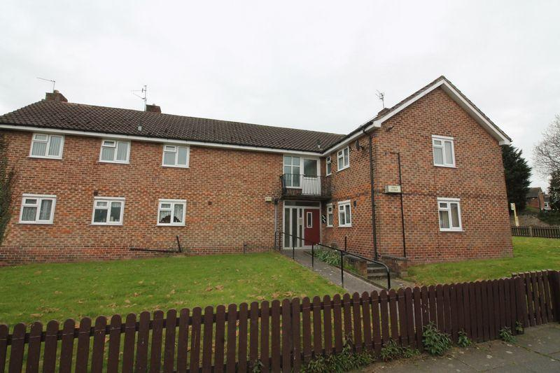 2 Bedrooms Apartment Flat for sale in Robin Way, Woodchurch
