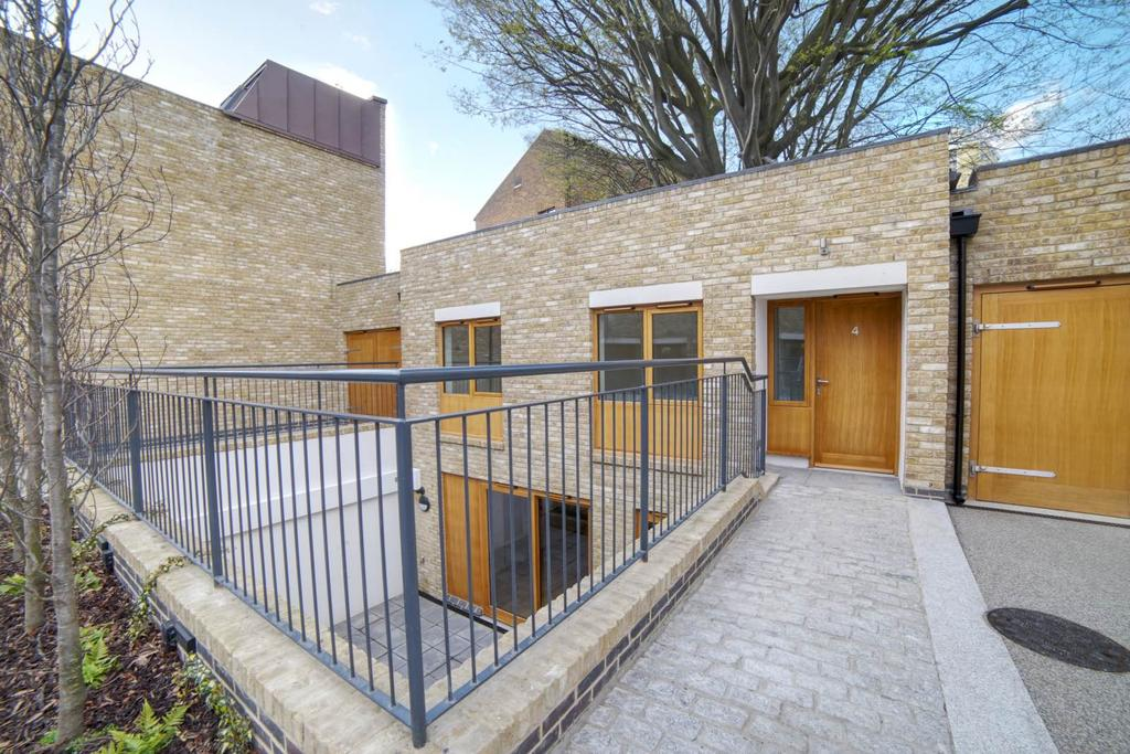 2 Bedrooms Town House for sale in Paragon Mews, Meadow Road, SW8