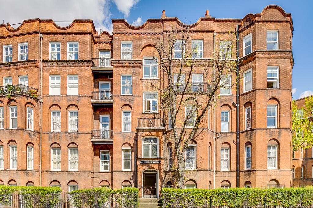 3 Bedrooms Flat for sale in West Kensington Mansions, London