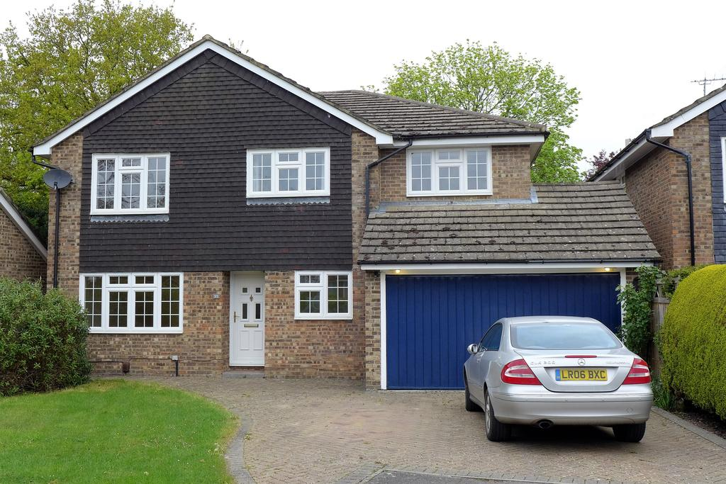 4 Bedrooms Detached House for sale in Knox Green, Binfield, Bracknell