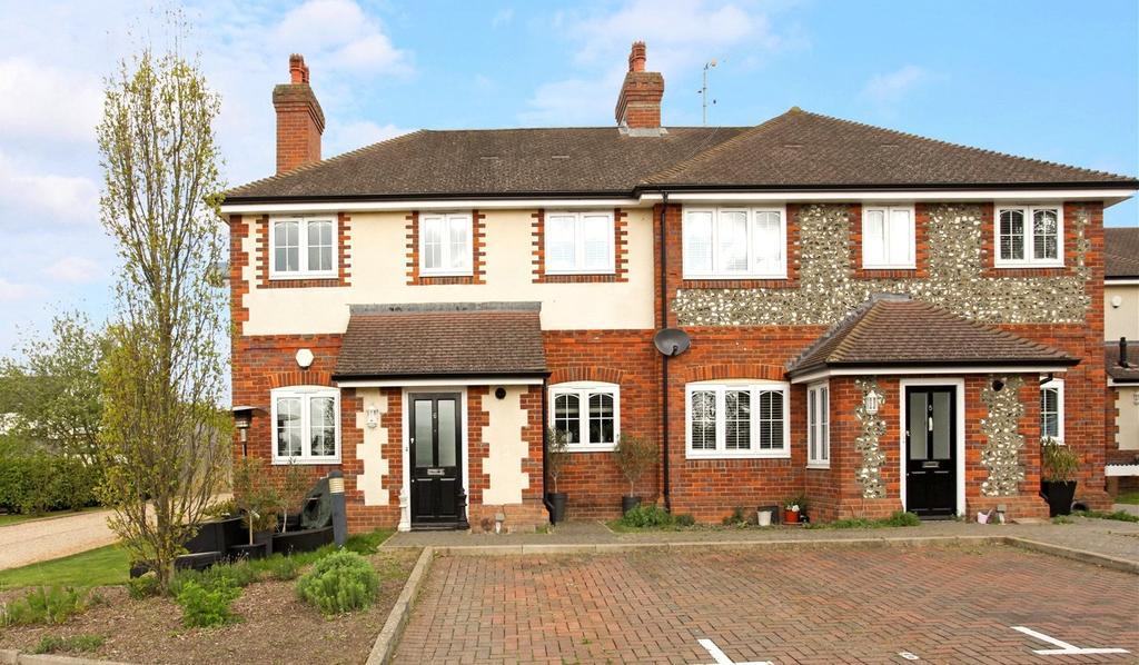 2 Bedrooms Flat for sale in Paddock Gate, North Street, Winkfield, Windsor, SL4