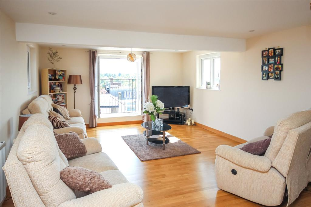 2 Bedrooms Penthouse Flat for sale in Sworders Court, North Street, Bishop's Stortford, Hertfordshire, CM23