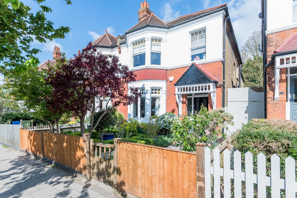 4 Bedrooms Semi Detached House for sale in Eynella Road,East Dulwich