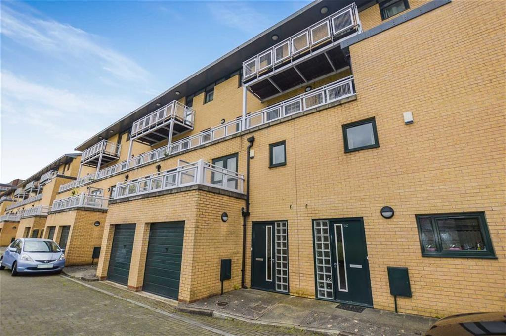 2 Bedrooms Duplex Flat for sale in Burlington Street, Hulme, Manchester, M15