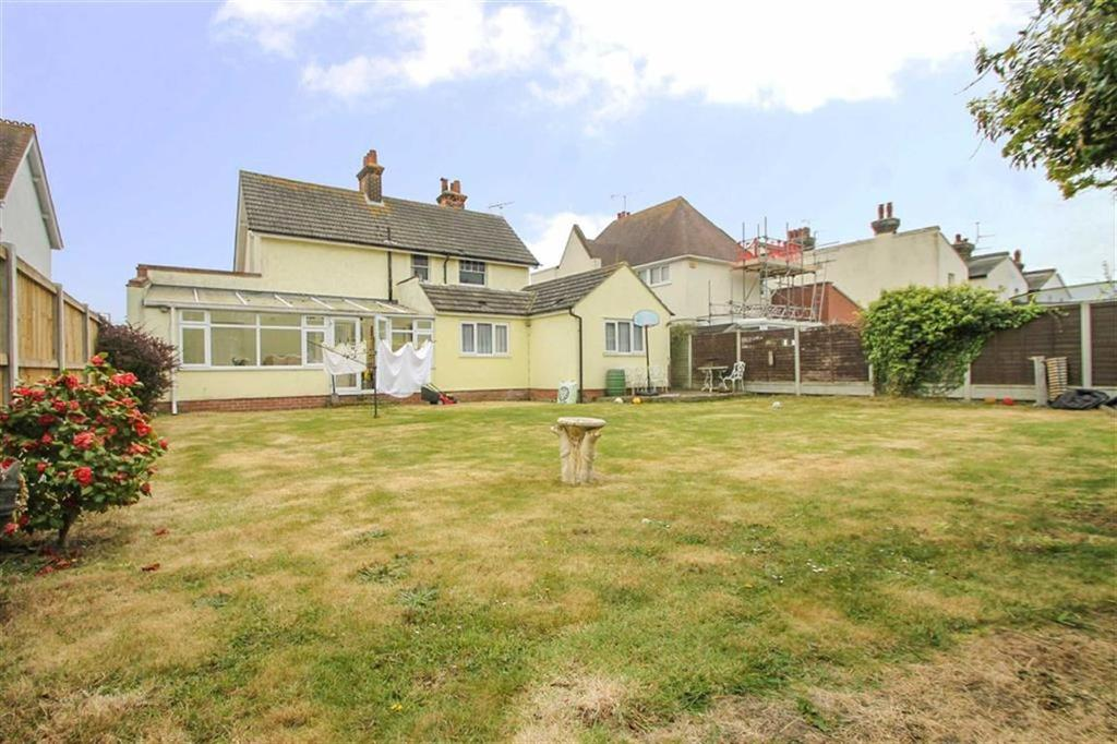 4 Bedrooms Detached House for sale in Walton Road, East Clacton