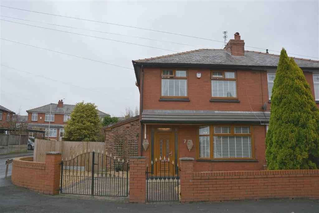 3 Bedrooms Semi Detached House for sale in Langdale Avenue, Swinley, Wigan, WN1