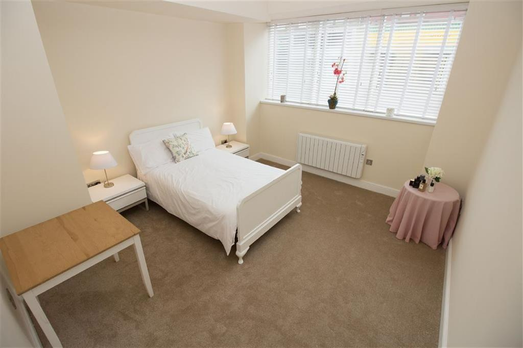 Station apartments whitley bay 2 bed apartment 189 950 for Apartments with two master bedrooms