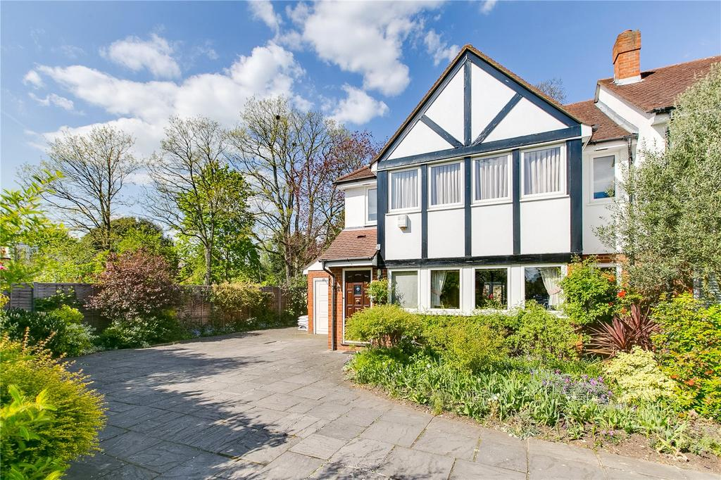4 Bedrooms Semi Detached House for sale in Chelwood Gardens, Kew, Surrey