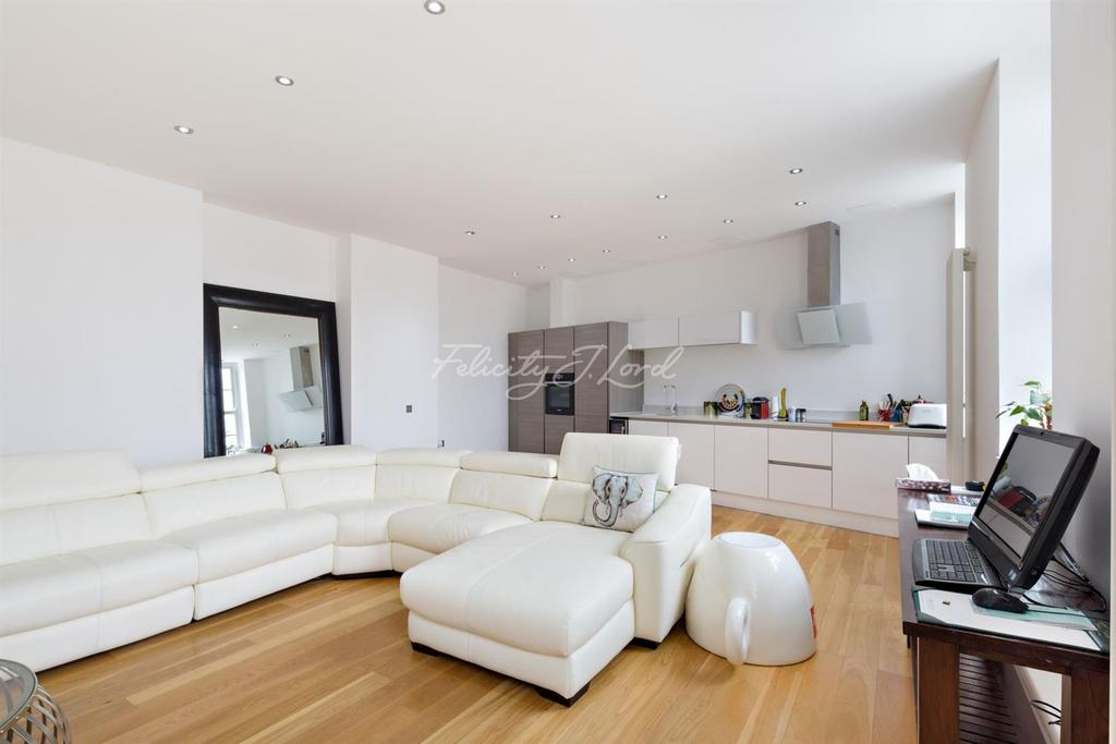2 Bedrooms Flat for sale in Mumford Mills, Greenwich, London, SE10 8ND
