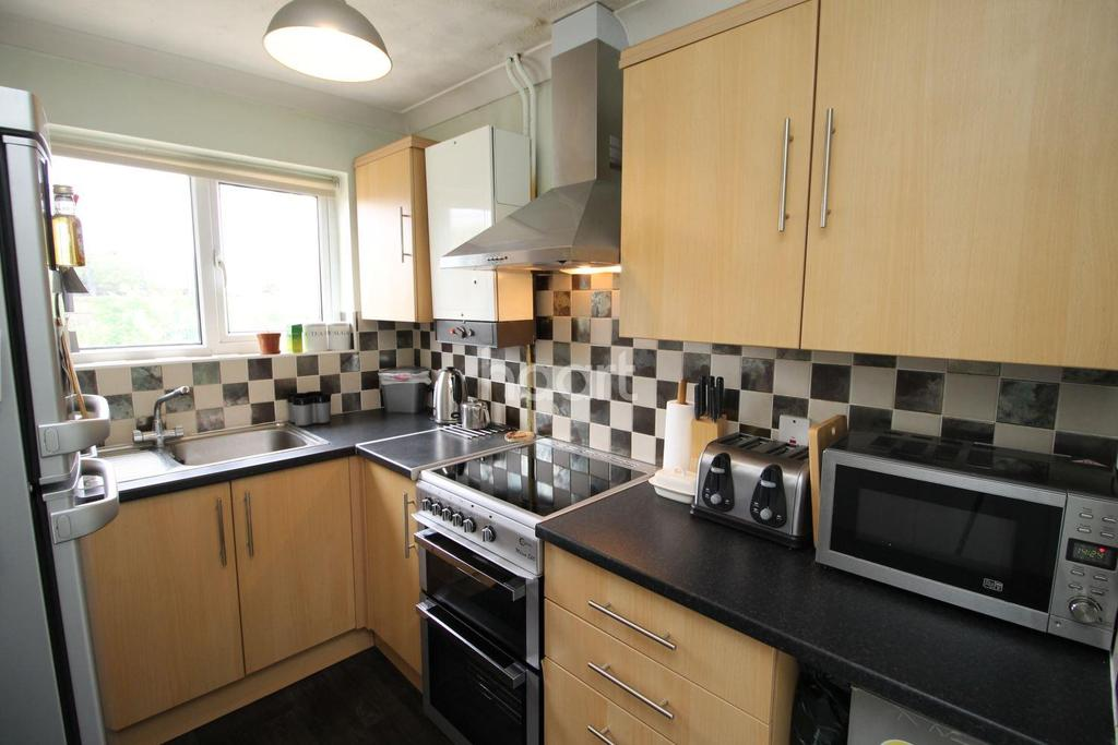 1 Bedroom Maisonette Flat for sale in Burnham Lane