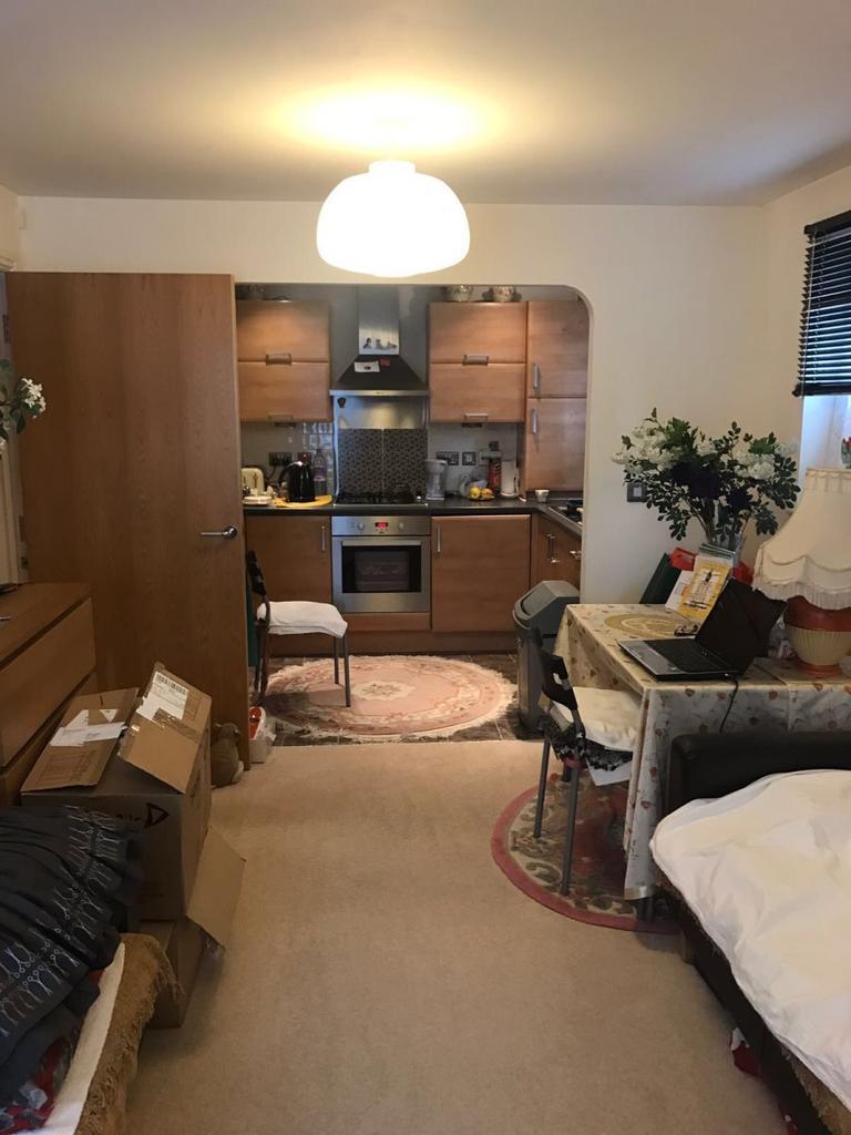 2 Bedrooms Flat for sale in Cherington Court, New Barnet