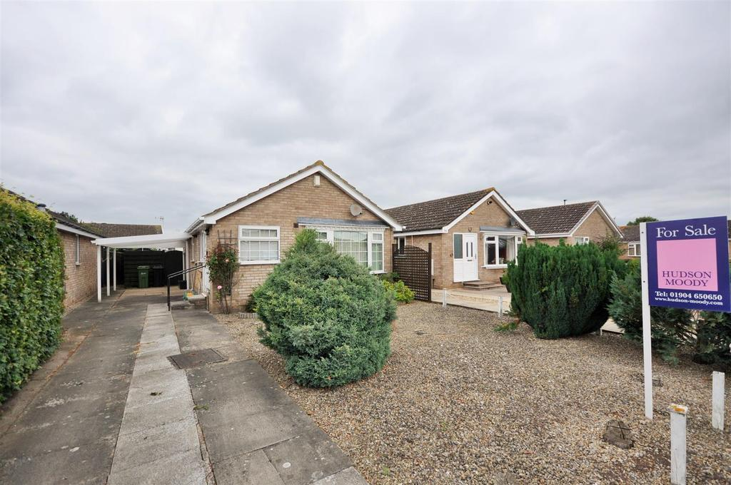 2 Bedrooms Detached Bungalow for sale in Wheatfield Lane, Haxby, York