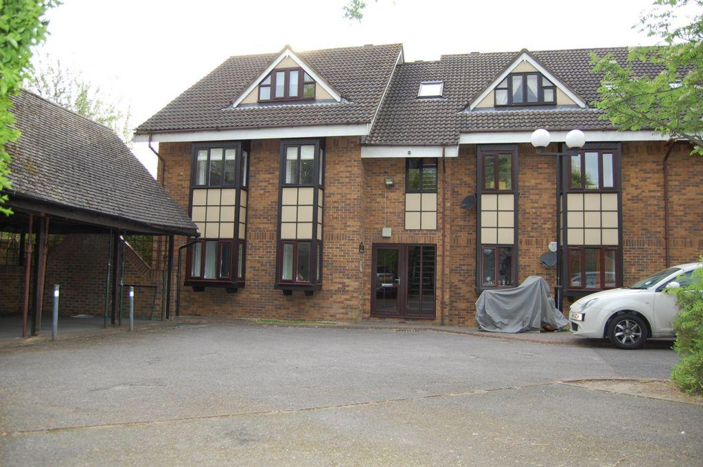 2 Bedrooms Apartment Flat for sale in The Chequers, Hills Road, IG9