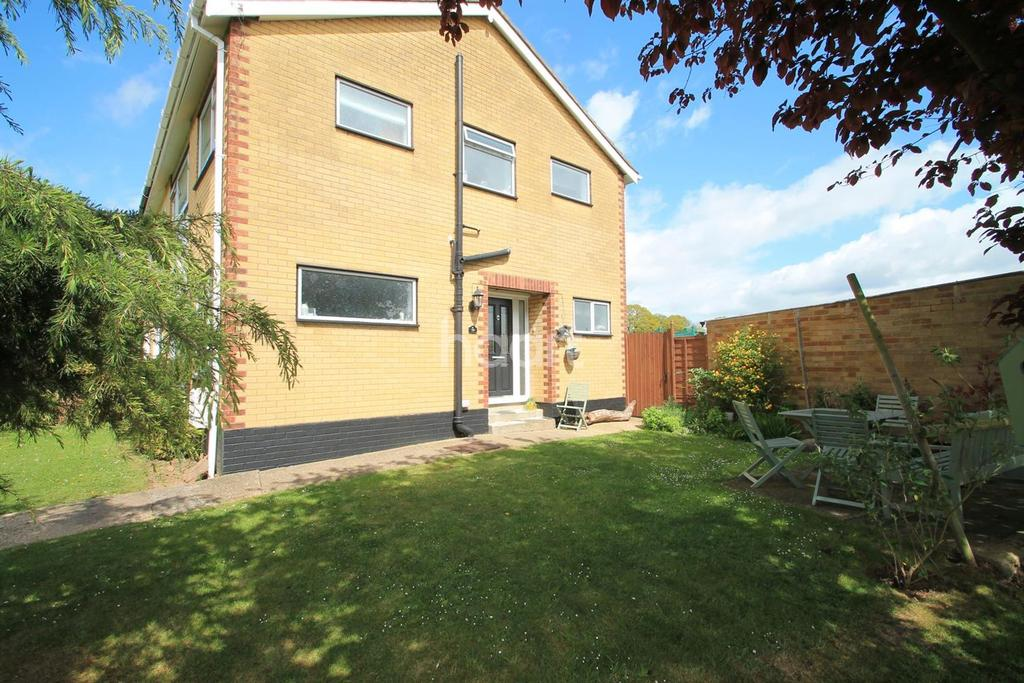 4 Bedrooms Semi Detached House for sale in Chase End, Rayleigh