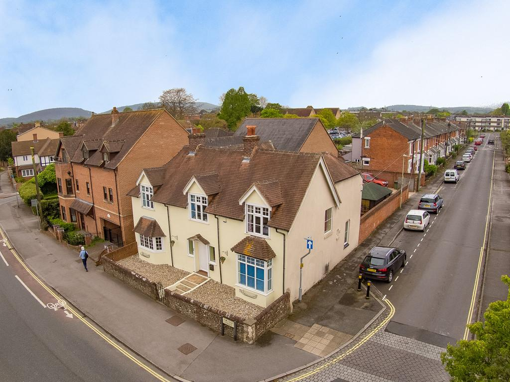 4 Bedrooms Detached House for sale in College Street, Petersfield