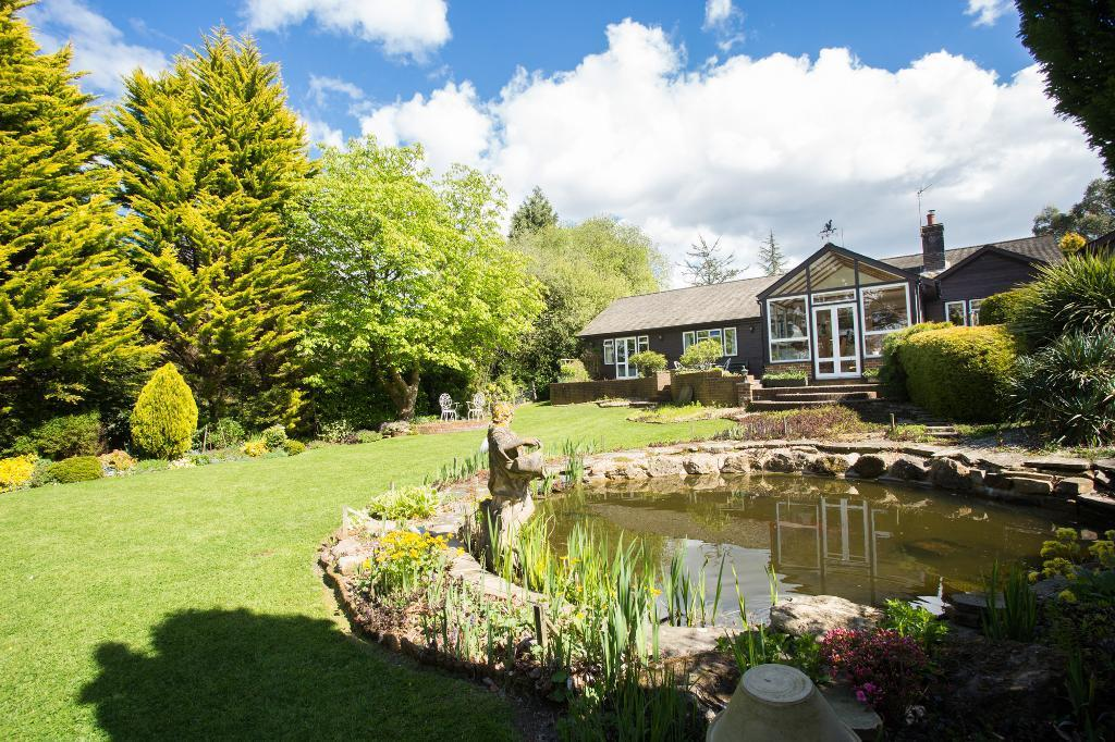 5 Bedrooms Detached House for sale in Stonegate Road, Burwash, East Sussex, TN19 7NA