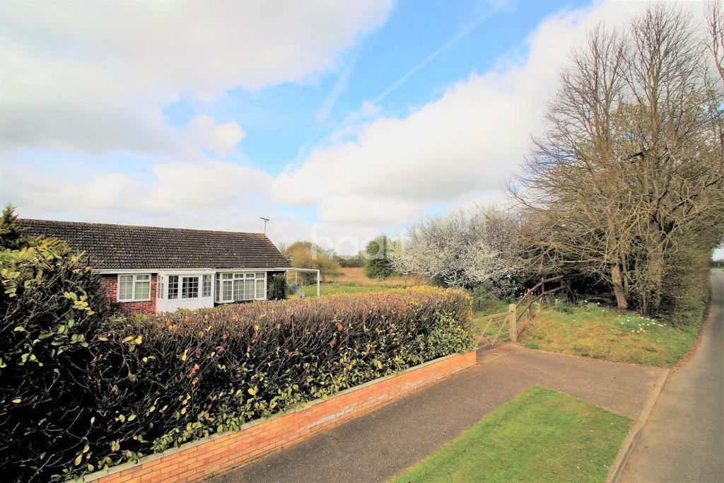 3 Bedrooms Bungalow for sale in Station Road, Little Fransham