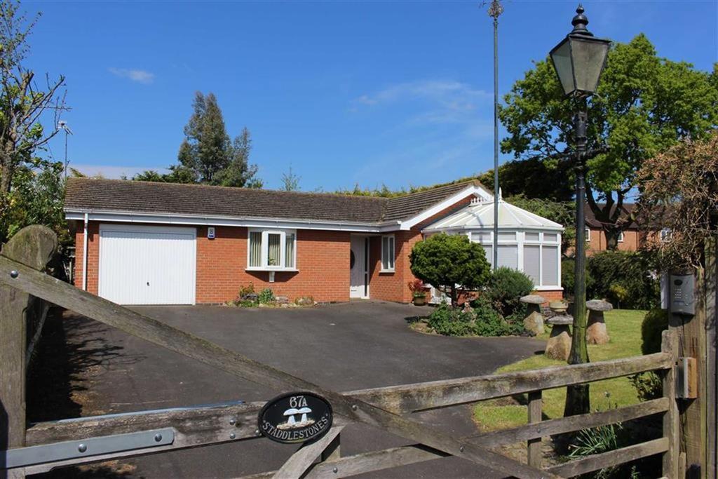 2 Bedrooms Detached Bungalow for sale in Rugby Road, Cubbington, Cubbington Leamington Spa, CV32