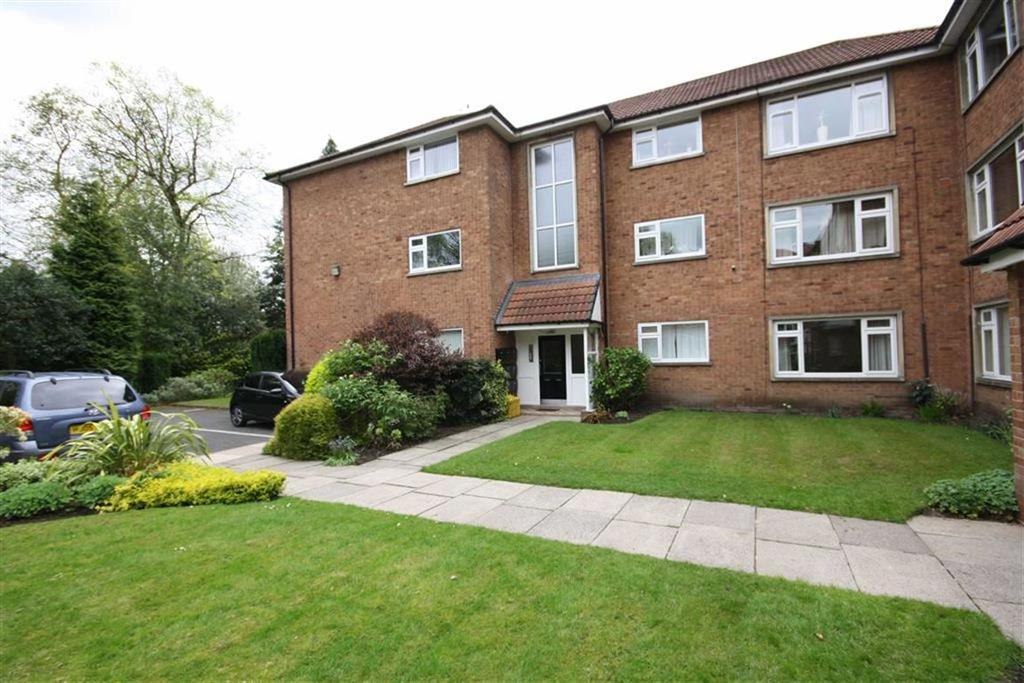 3 Bedrooms Flat for sale in Moss Lane, Sale