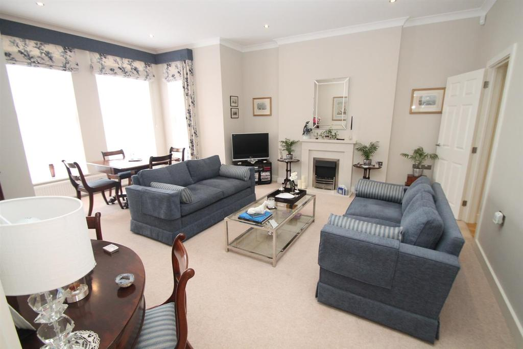 3 Bedrooms Apartment Flat for sale in Providence Park, Penenden Heath, Maidstone