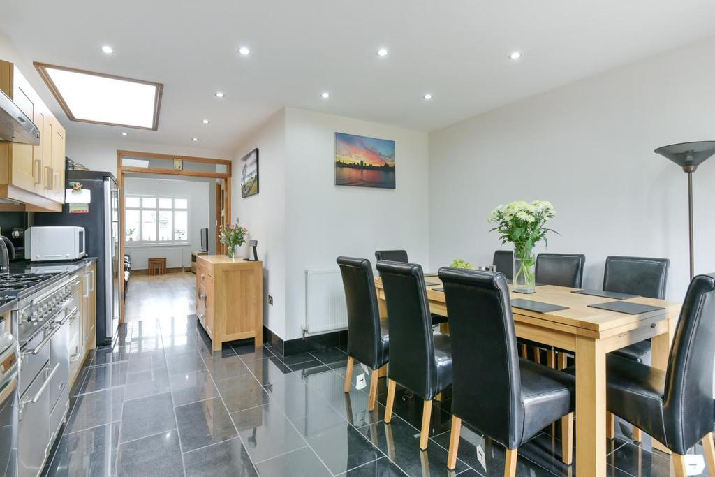 3 Bedrooms Terraced House for sale in Gordon Road, Nunhead, SE15
