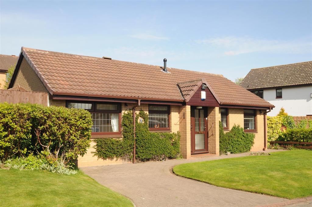 2 Bedrooms Detached Bungalow for sale in Peckforton Drive, Sutton Weaver