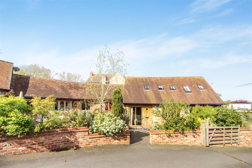 Barn Conversion Character Property for sale in The Bayntons, Vicarage Road, Napton