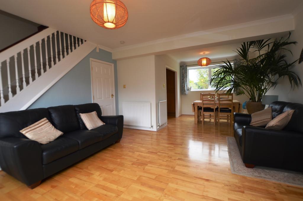 2 Bedrooms Maisonette Flat for sale in Oakways London SE9