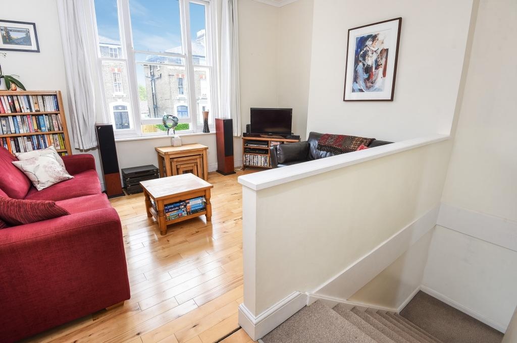 2 Bedrooms Maisonette Flat for sale in Glenton Road London SE13