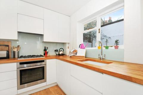 3 bedroom terraced house to rent - Galloway Road, London, W12