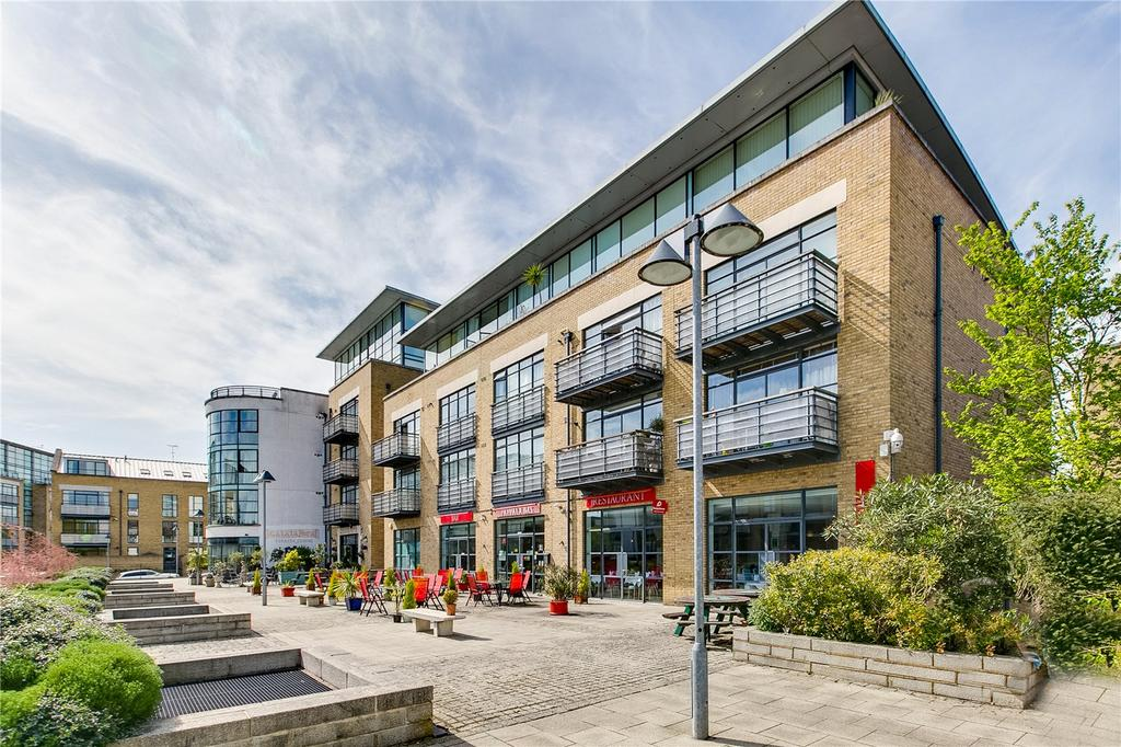 2 Bedrooms Flat for sale in Soap House Lane, Brentford, Middlesex