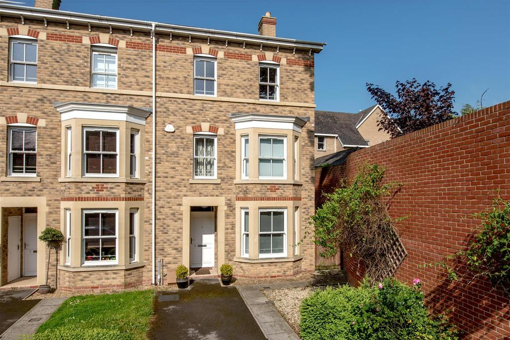 4 Bedrooms End Of Terrace House for sale in Staplegrove Road, Taunton