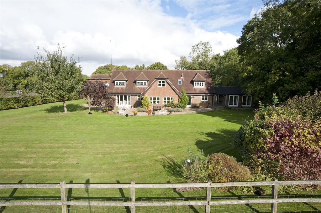 5 Bedrooms Detached House for sale in Whitemoor Lane, Upper Basildon,