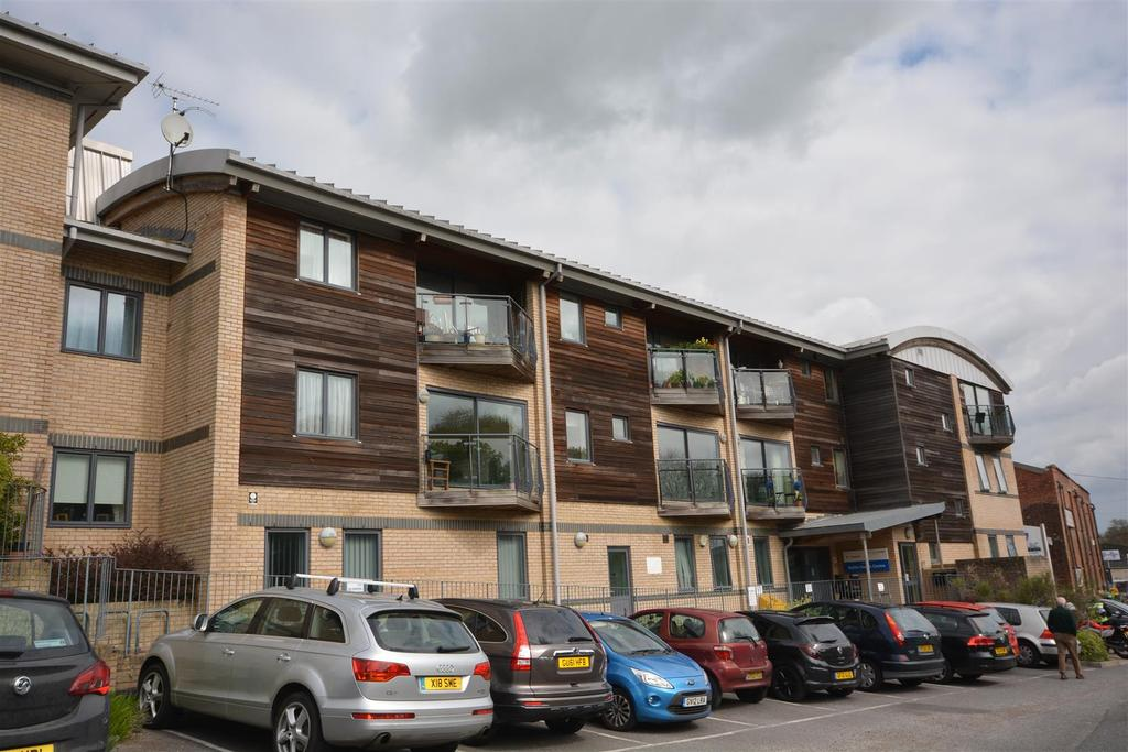2 Bedrooms Flat for sale in Station Approach, Battle
