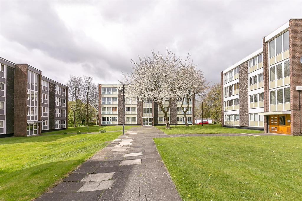 2 Bedrooms Flat for sale in Monkridge Court, South Gosforth, Newcastle upon Tyne