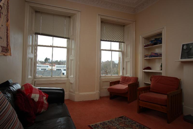5 Bedrooms Flat