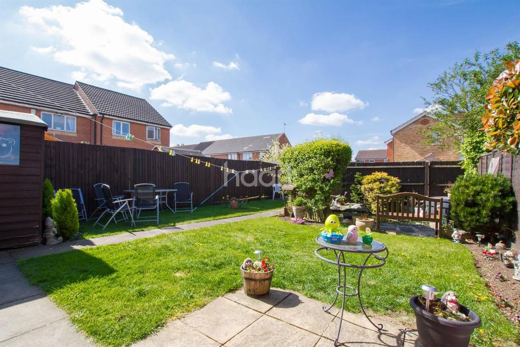 3 Bedrooms Semi Detached House for sale in Villiers Close, Luton