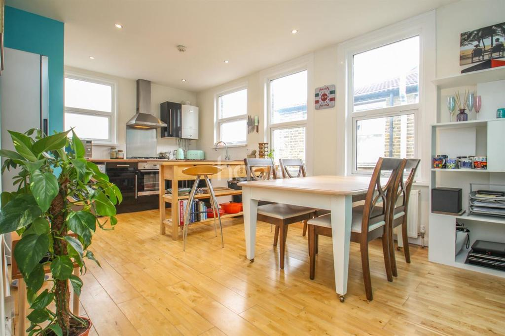 3 Bedrooms Flat for sale in Kingston Road, Wimbledon, SW19