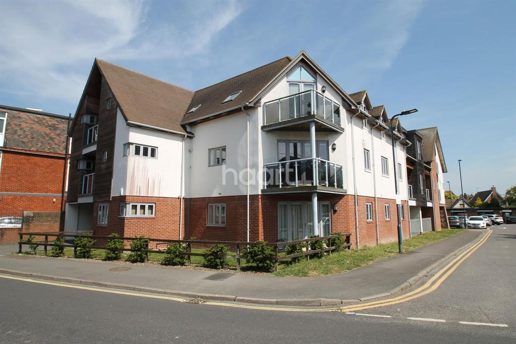 2 Bedrooms Flat for sale in Charles Street, Petersfield
