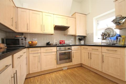 2 bedroom house to rent - Hainault Road, E11