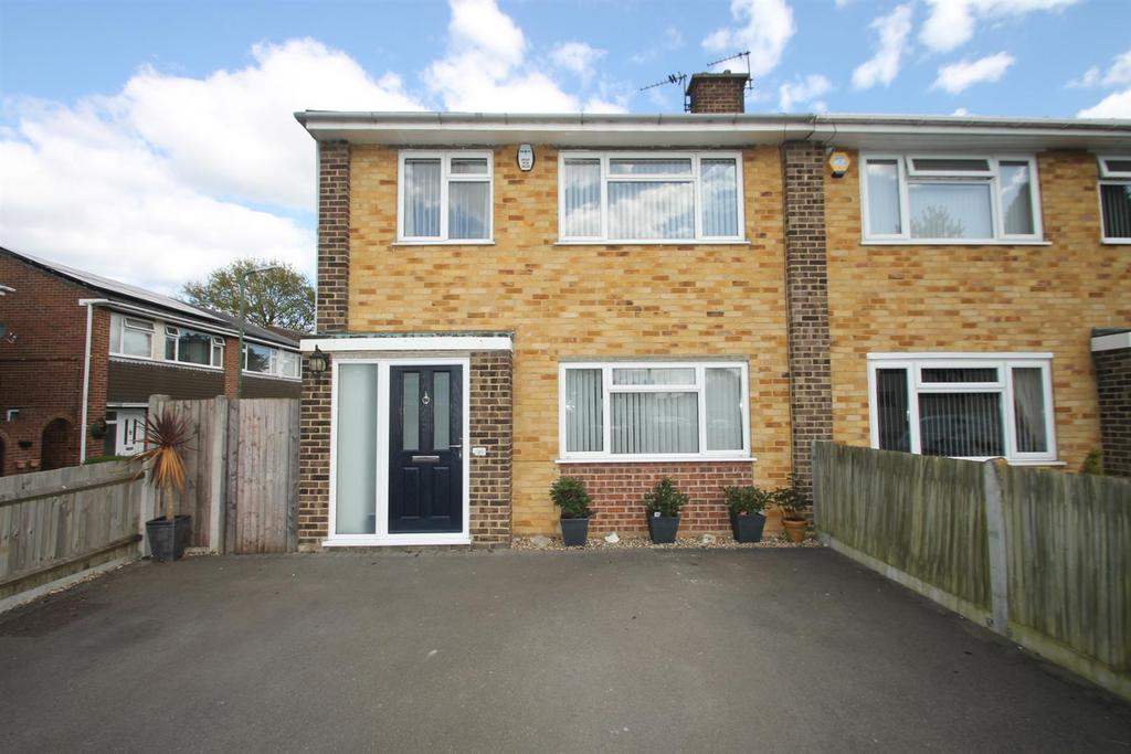 4 Bedrooms Semi Detached House for sale in Fordwich Close, Maidstone