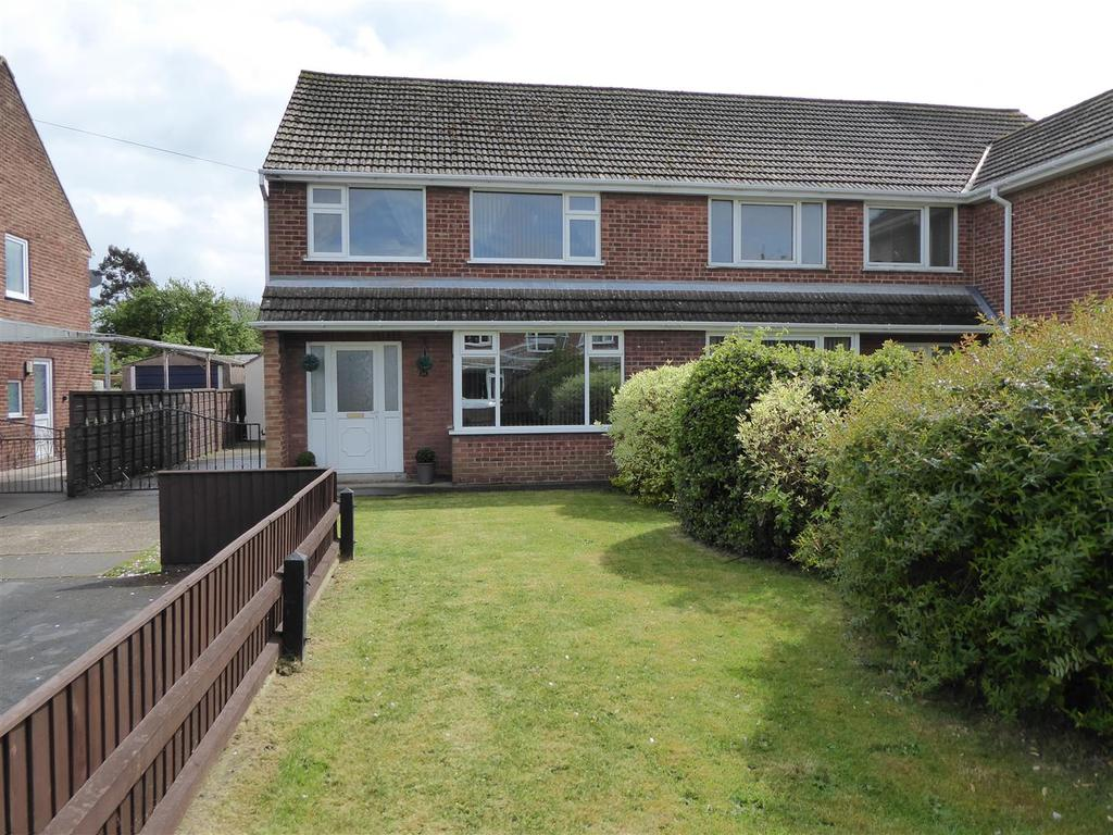 3 Bedrooms Semi Detached House for sale in Wivell Drive, Keelby