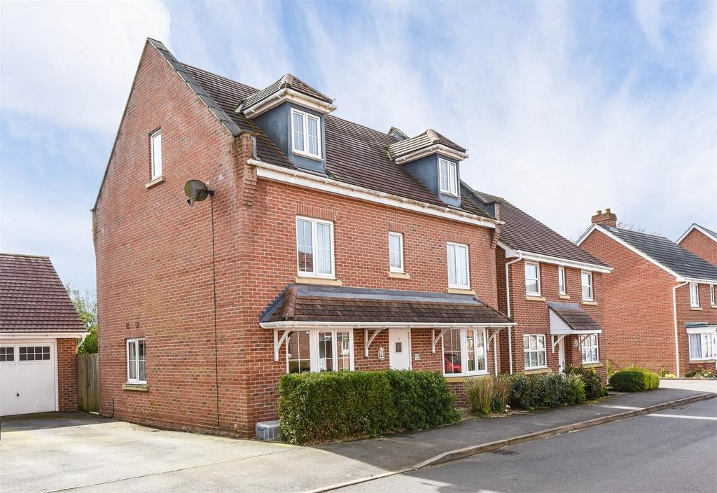 5 Bedrooms Detached House for sale in Chaffinch Road, Four Marks